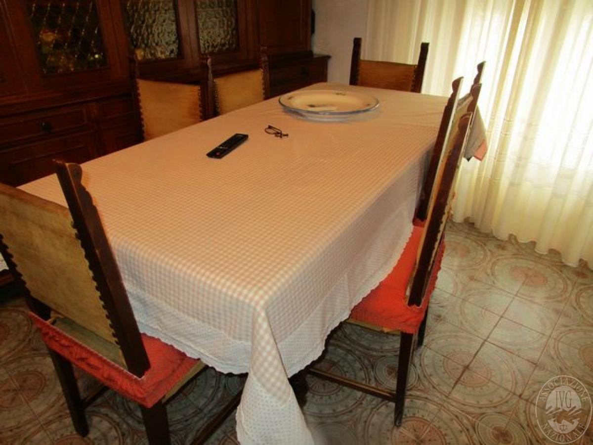 Credenza Con Vetrina In Legno : Tavolo rettangolare in legno br credenza con vetrina