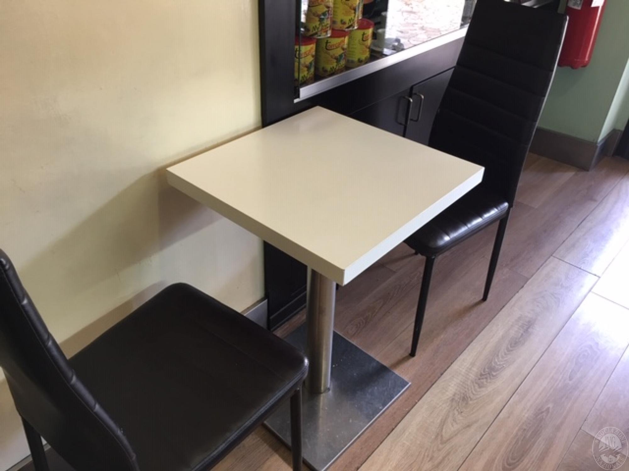 N tavolini n sedie n sgabelli