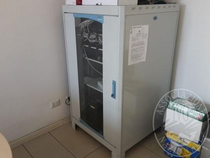 Vendita in blocco di armadio rack contenente centrale telefonica digitale Voip PANASONIC IP-PBX PURO KX-NCP500 e relativi accessori