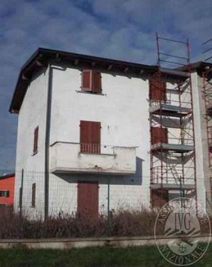 Piena proprieta casa a schiera da ultimare con due unita' immobiliari e pertinenze in Sissa-Trecasali fraz. Sissa